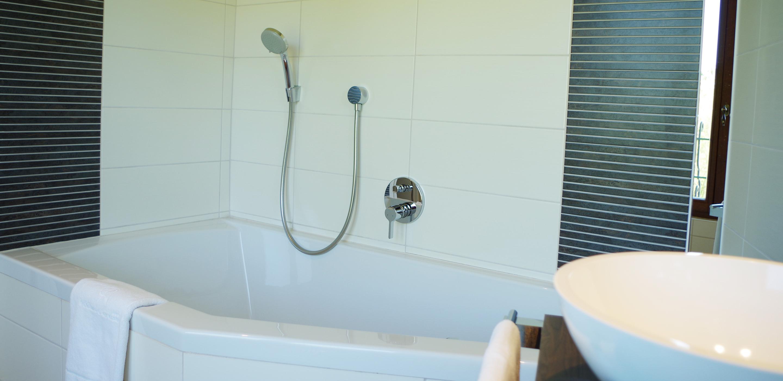 Chambre balnéo et prestations de qualité dans cet hôtel situé non loin de Tournai, Mons,Lille ou Valenciennes