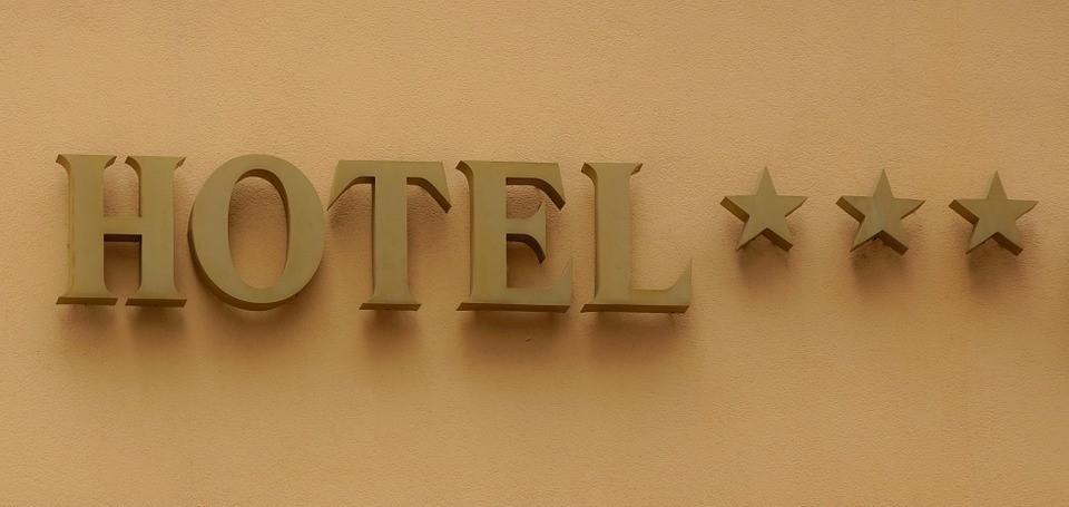 Quels sont les critères d'attribution des étoiles à un hôtel?